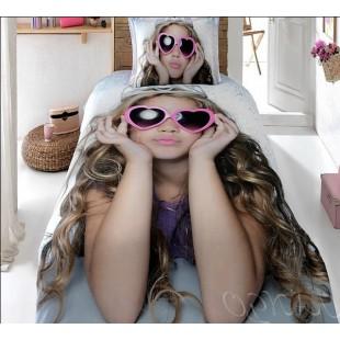 Постельное белье - девочка с очками-сердечками