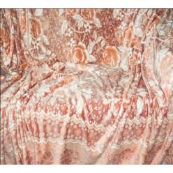 Мягкий плед пастельной гаммы с рисунком из цветов - коричнево-молочный