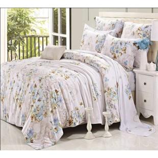 Постельное белье из тенсела пастельной гаммы со светло-голубыми цветами