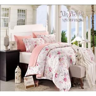 Постельное белье персиково-белое с рисунком из мелких цветов