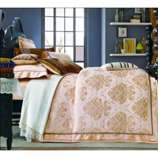 Постельное белье в бежевой гамме с узорами в стиле барокко жаккард