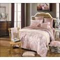 Сатиновое постельное в приятной бежевой гамме с розовинкой
