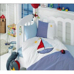 Комплект бело-синий для мальчика с парусником - ясли с вышивкой