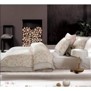 Льняное постельное белье в пастельной гамме с цветочным принтом
