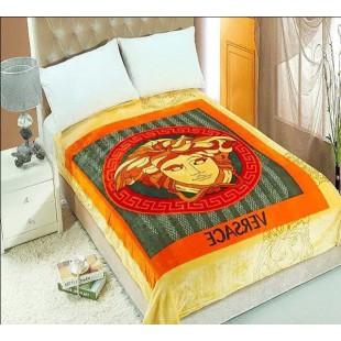 Плед в золотисто-оранжевых тонах с символом Версаче