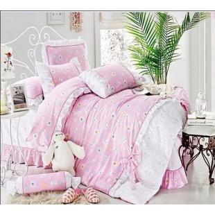 Нежненькое постельное белье светло-розовой гаммы с отделкой рюшами