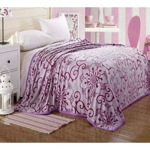 Плед лилово-фиолетовой гаммы с цветочным декором