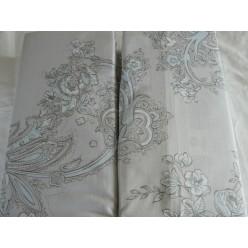 Постельное белье светло-серого оттенка с нежно-бирюзовым винтажным рисунком и полосками